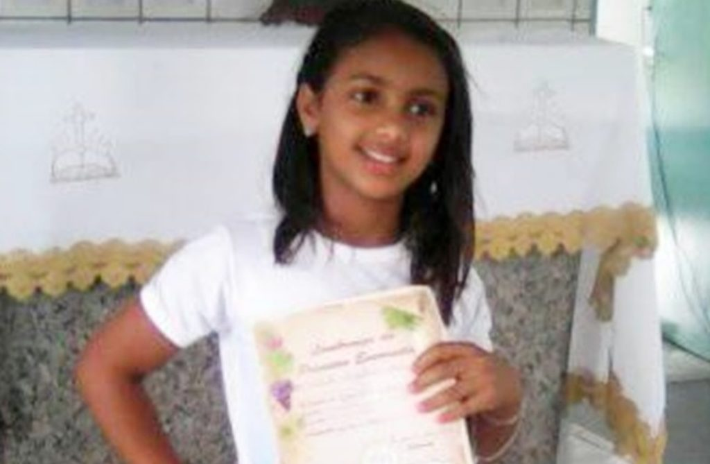 Filha de 11 anos tenta defender a mãe e é morta a tiros pelo pai